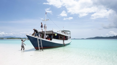 Open Trip Sailing Komodo Boat with AC Cabin