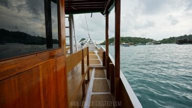 Sailing Komodo Standard Boat 10 Person - Side Hall