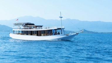 Sailing Komodo Standard Boat 10 Person - The Boat
